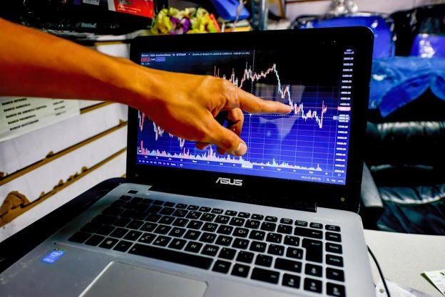 Investor Crypto waspada saat pertarungan Coinbase memanas, lingkaran regulator