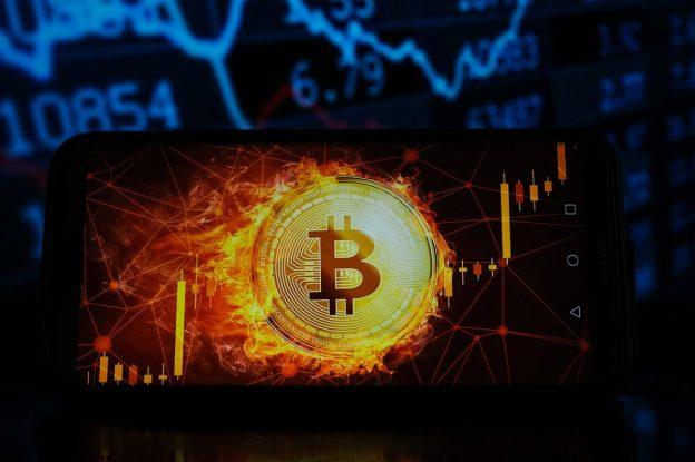 Bitcoin, Ethereum, Cardano, BNB, XRP, Solana, Polkadot, dan Dogecoin Tiba-tiba Melonjak